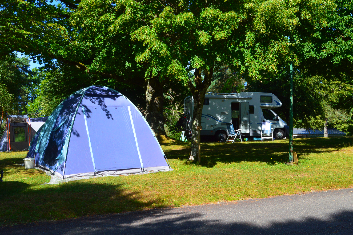 Emplacement camping Lac Feyt Corrèze