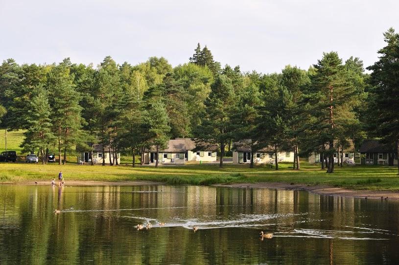 Cottage-vue-sur-lac-de-feyt
