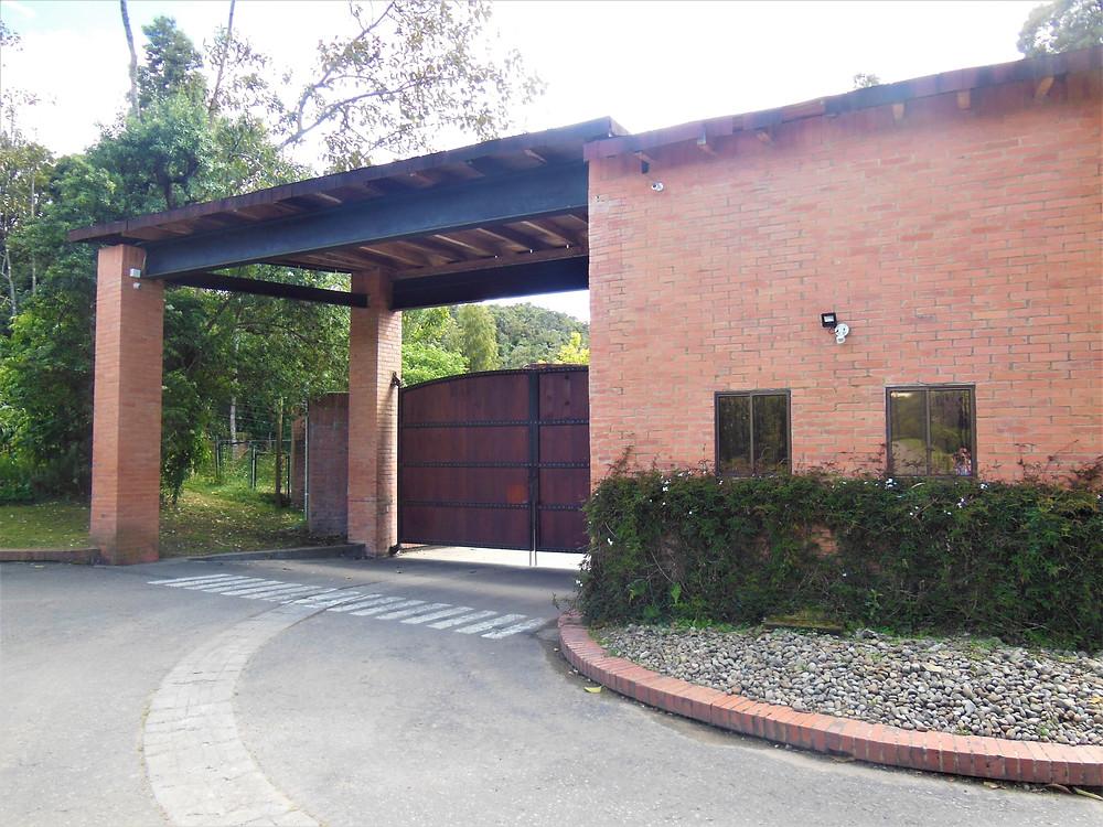 Entrada Condominio Ecológico Altos de Potosí