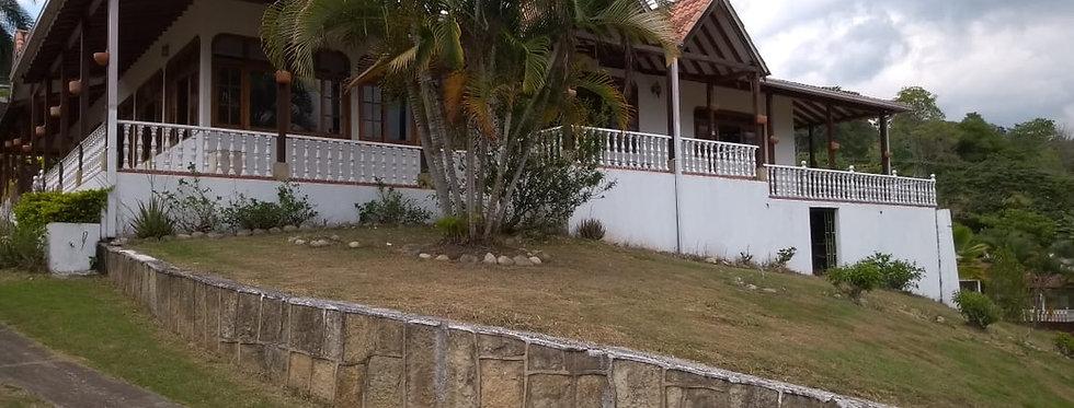 Casa Campestre en Venta | 4 Habitaciones 5 Baños | Silvania Cundinamarca
