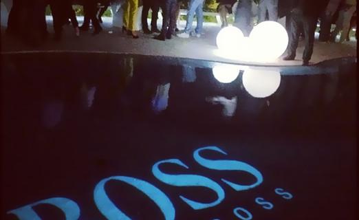 Aménagement et décoration en mobilier lumineux en location pour événement, Gamme Slide. Branding Boss