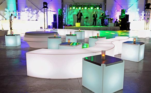 Cube, assise serpentine et Sphére lumineux à Led, en location pour événement, Gamme Slide