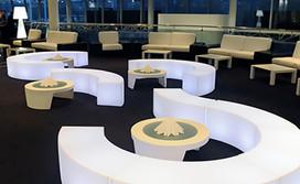 Assise serpentine et table basse en location pour événement, Gamme Slide