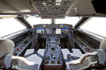 Gulfstream_G650_Flight-Deck.jpg