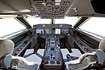 Gulfstream_G650_Flight-Deck.jpg