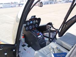 Robinson_R44_cockpit