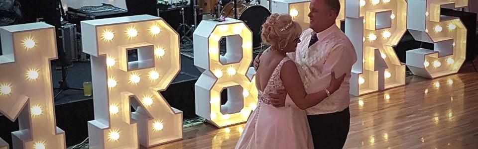 Absolutely fabulous couple on the dancefloor!