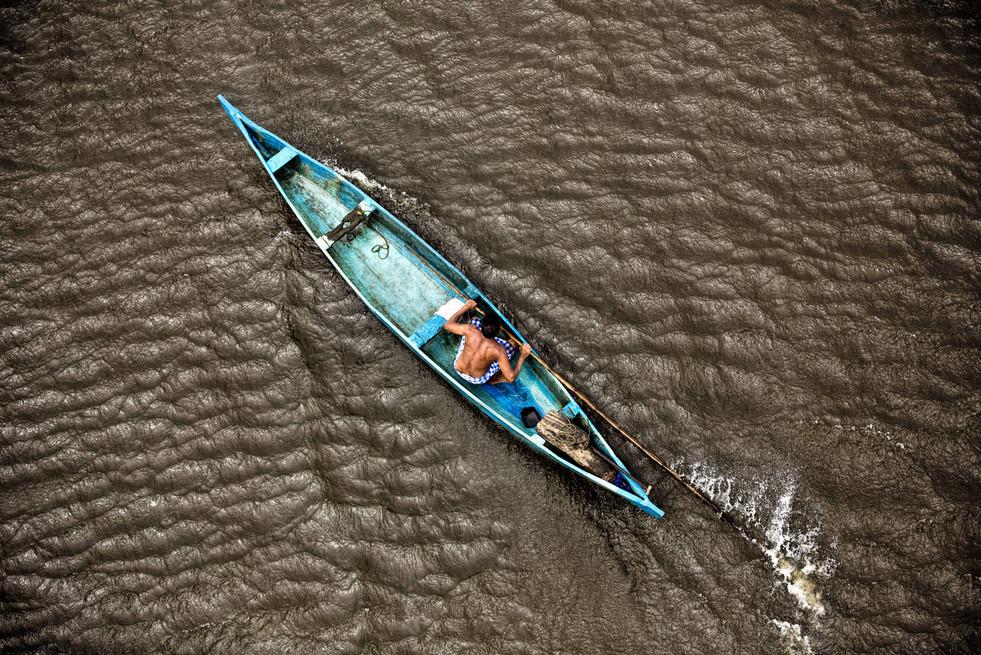Paddled conversation, Vembanad Backwaters, Kerala