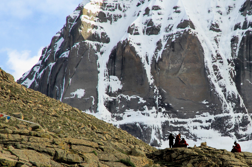 The praying monks of Mount Kailash