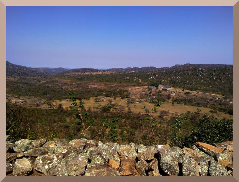 Vista de la ciudad templar The Great Zimbabwe, desde su Fortaleza.