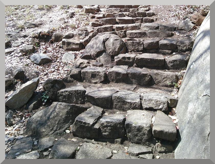 Subida a la Fortaleza de la ciudad templar The Great Zimbabwe.