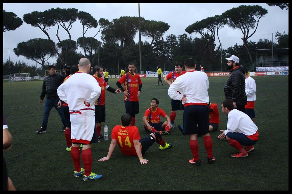El entrenador preparando la tanda de penaltis