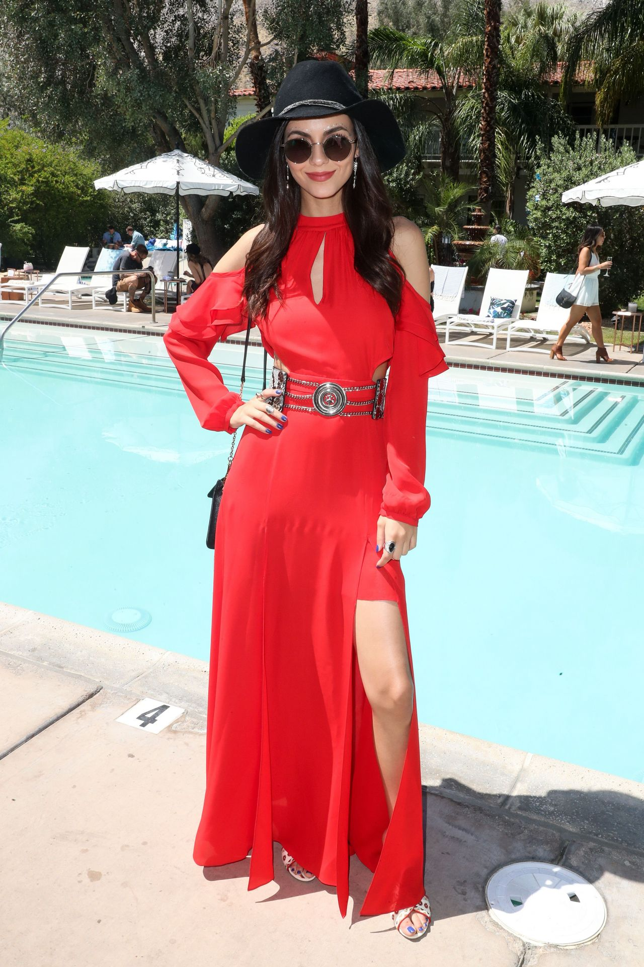 victoria-justice-at-popsugar-and-cfda-s-brunch-coachella-in-palm-springs-4-15-2017-4