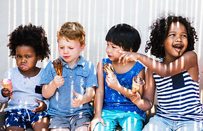 kids-eating-ice-cream-in-the-summer-KRPT