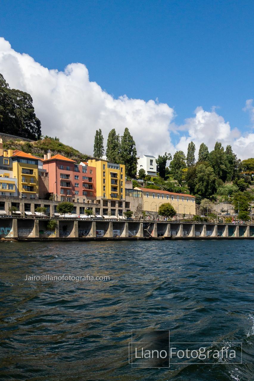 Fig. 1 - Vista de la Facultad de Arquitectura desde el Río