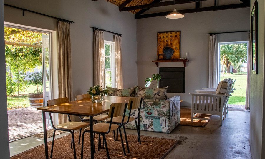Dinning Area & Lounge