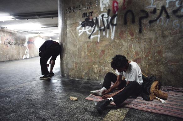 משתמשי סמים במעבר תת קרקעי בתל אביב