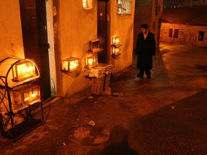 הדלקת נרות חנוכה - מאה שערים