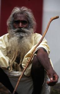 סגפו הודי שחצה את הודו ברגל כדי להגיע לקומבמלה