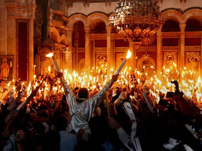 האש הקדושה הנדלקת בעצמה, כנסיית הקבר, ירושלים