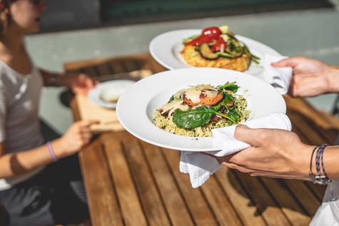 Mittagsmenüs werden serviert im Restaurant Libelle