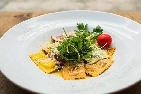 Gericht mit Ravioli im Restaurant Pastarazzi