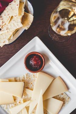 Käseplatte und Weisswein