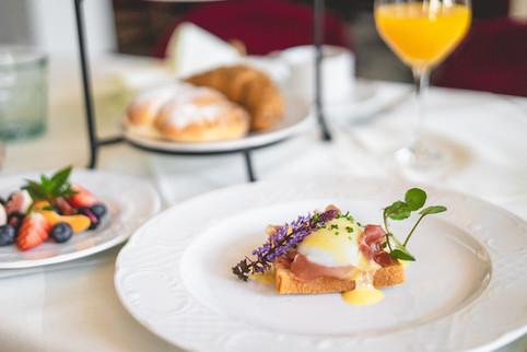 Egg Benedict und weitere Frühstücksspeisen im Restaurant Franz Luzern