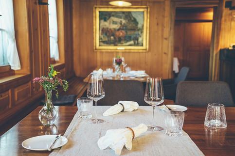 Gedeckter Tisch in der Gourmetstube des Gasthofs Krone Blatten