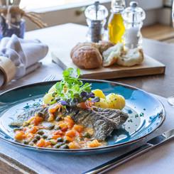 Fischspezialität mit Gemüse und Kartoffeln im Seerestaurant Kastanienbaum