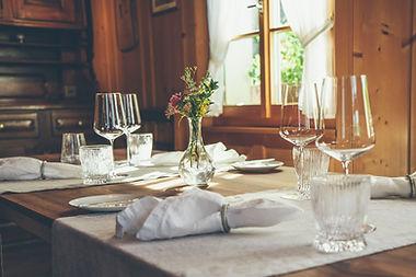 Gedeckter Tisch im Gasthof Krone Blatten