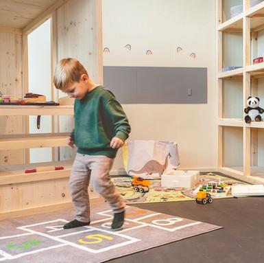Kind in der Spielecke