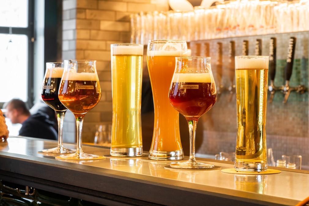 Restaurant Brauwerk - Verschiedenen, frisch gezapfte Biere stehen auf der Bar