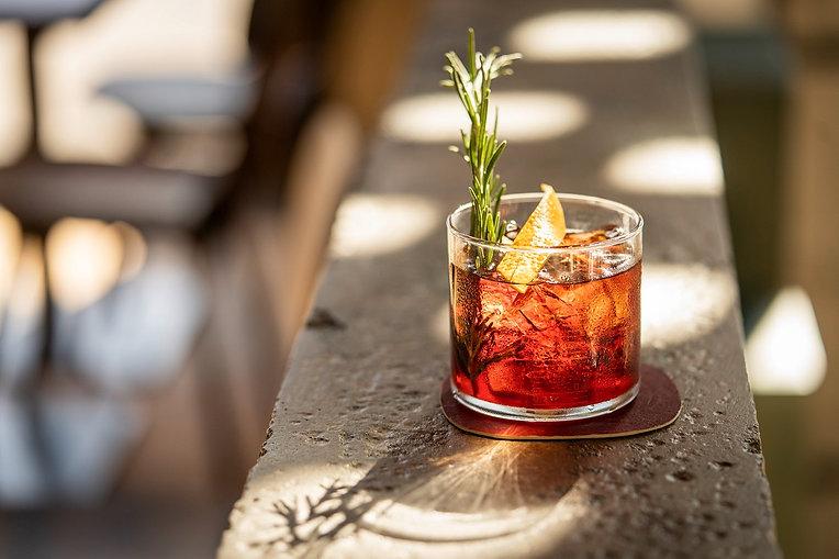Drink auf dem Bartresen im Restaurant Zur Werkstatt Zürich