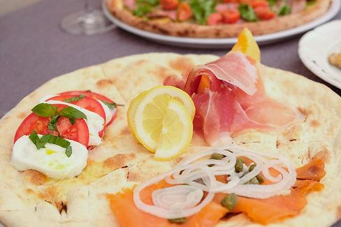 Pizza dal forno a pietra