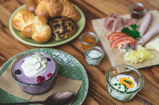 Frühstücksauswahl im Bistro im Guss