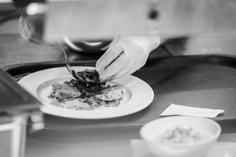 Restaurant Brauwerk - Koch beim Anrichten