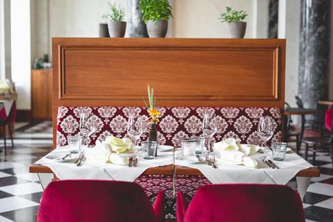 Gedeckter Tisch im Restaurant Franz Luzern