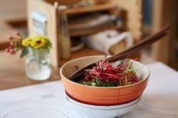 Salat zum Selberschöpfen im Restaurant Zur Werkstatt Luzern