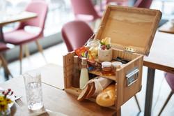 Werkzeugkiste mit Frühstück im Restaurant Zur Werkstatt Luzern