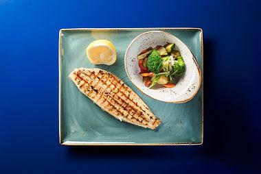 Fisch mit Gemüsebeilage im Restaurant Portofino