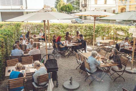 Blick auf die Terrasse des Restaurants Libelle