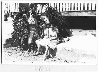 D. Antônia (primeira a direita) e amigas.