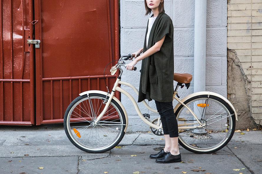 La joven de la bicicleta