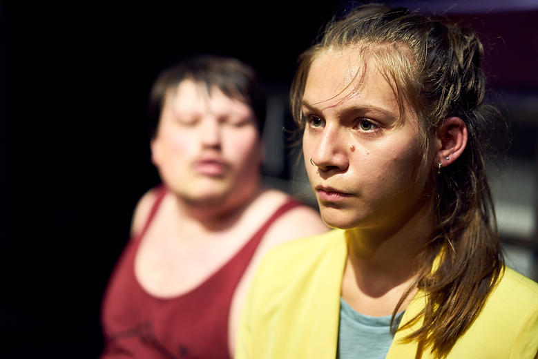 Eindringling(e). Regie: Stephan Thiel.