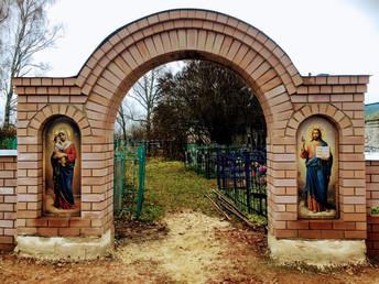 Восстановление ворота на кладбище.