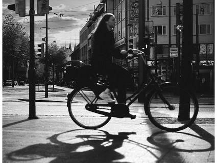 maedchen-auf-dem-fahrrad
