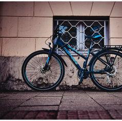 streetfotografie-wolfenbuettel-fahrrad-blau-schwarz