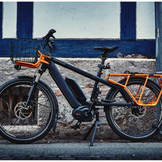 streetfotograf-wolfenbuettel-blau-orange-fahrrad