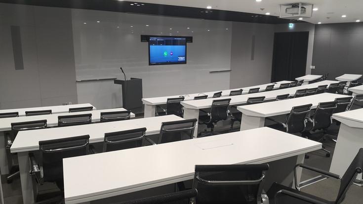 Midsize  conference room 3.jpg